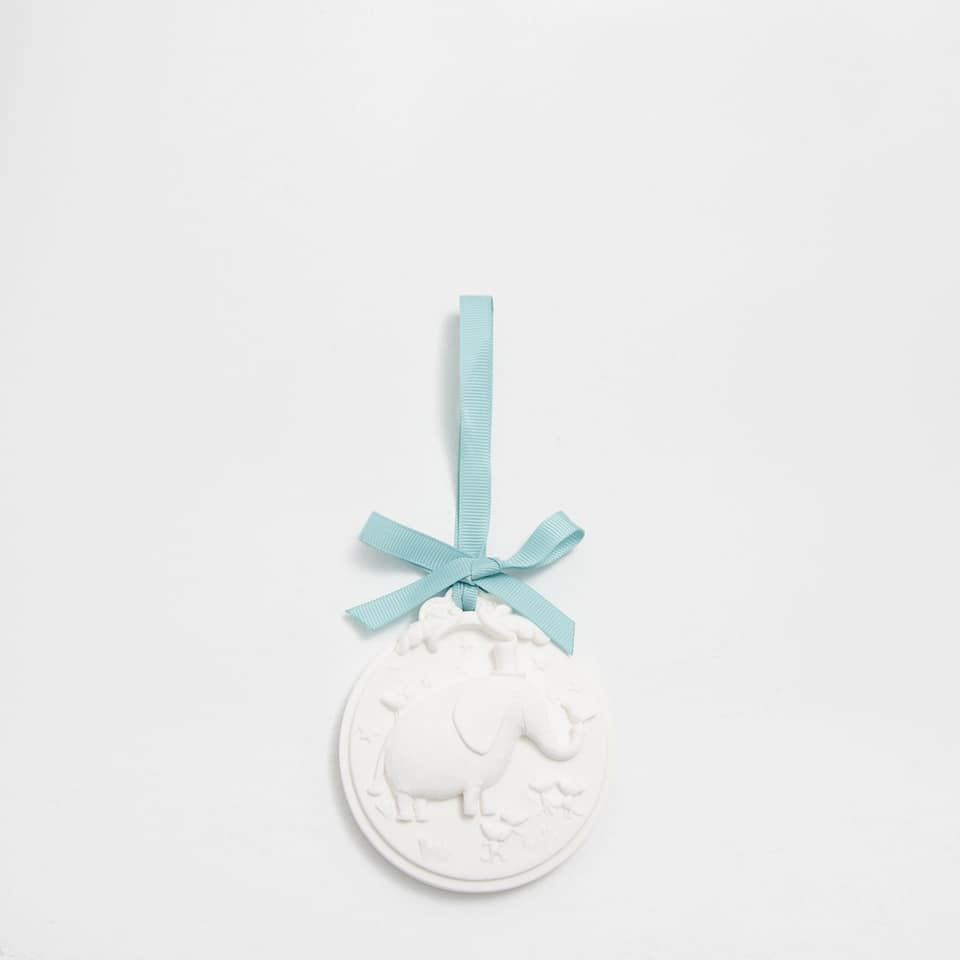 Ceramic little elephant scented pendant