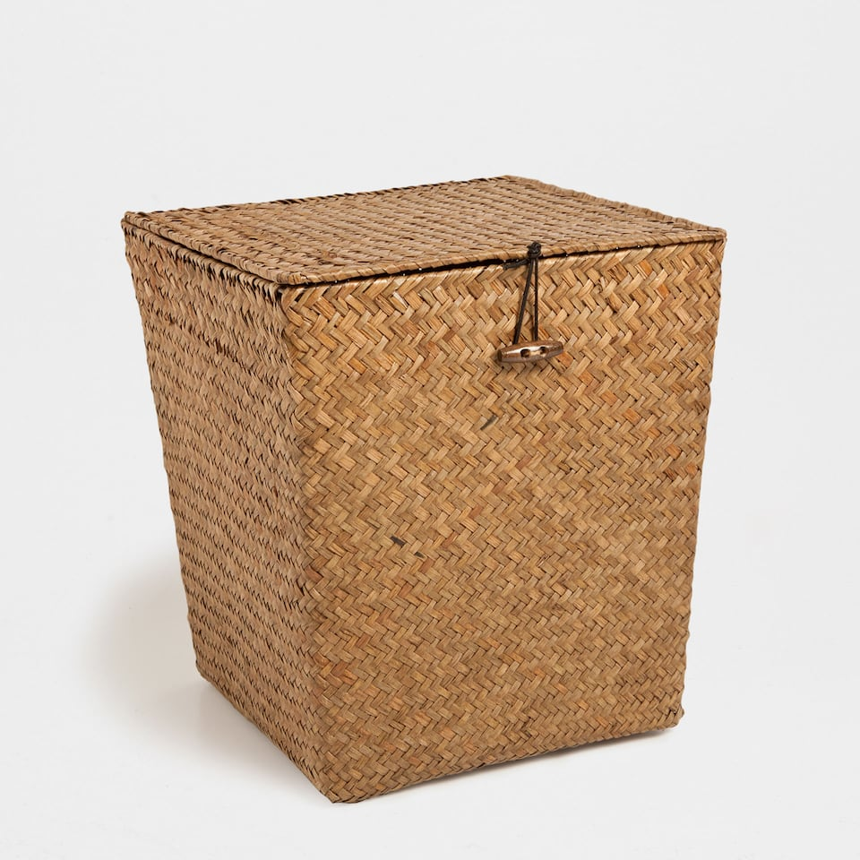 BROWN PLAITED BASKET WITH A LID