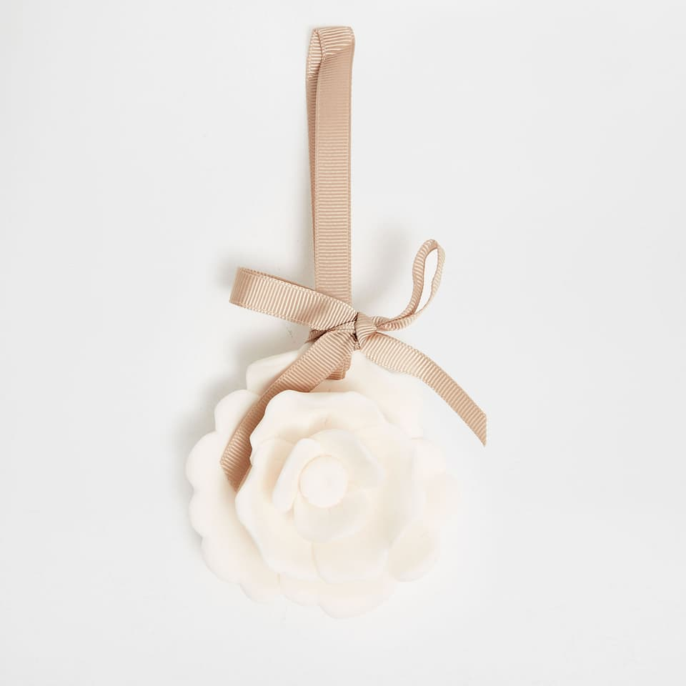 Ceramic flower scented pendant