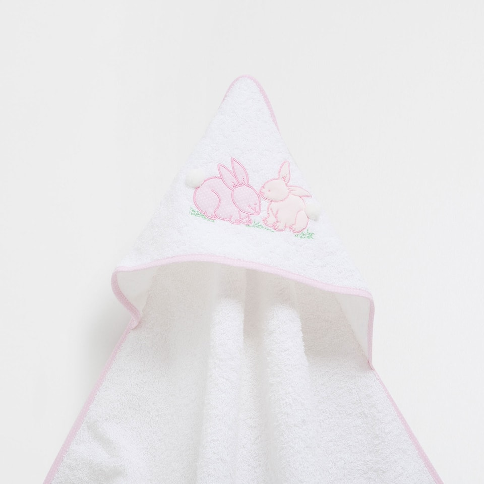 Embroidered cotton towel with pompoms