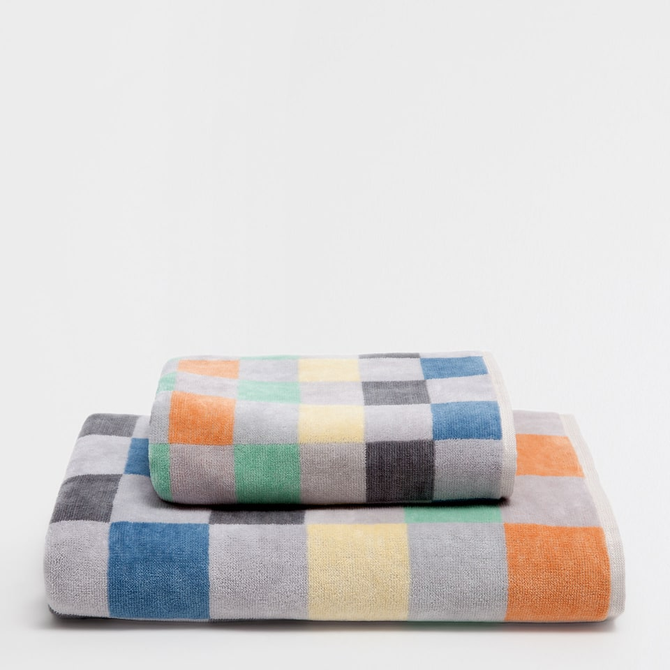 Multicoloured checks cotton towel