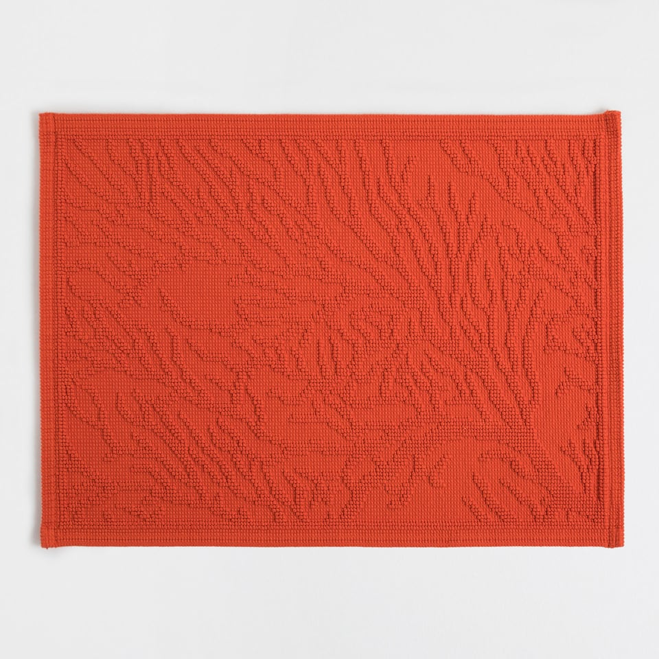 COTTON BATH MAT WITH RAISED CORAL