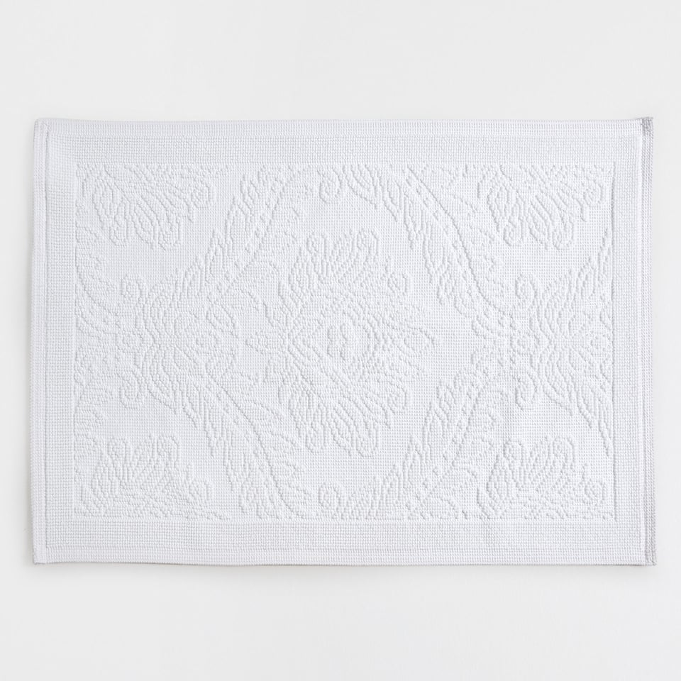 Raised leaves design cotton bath mat