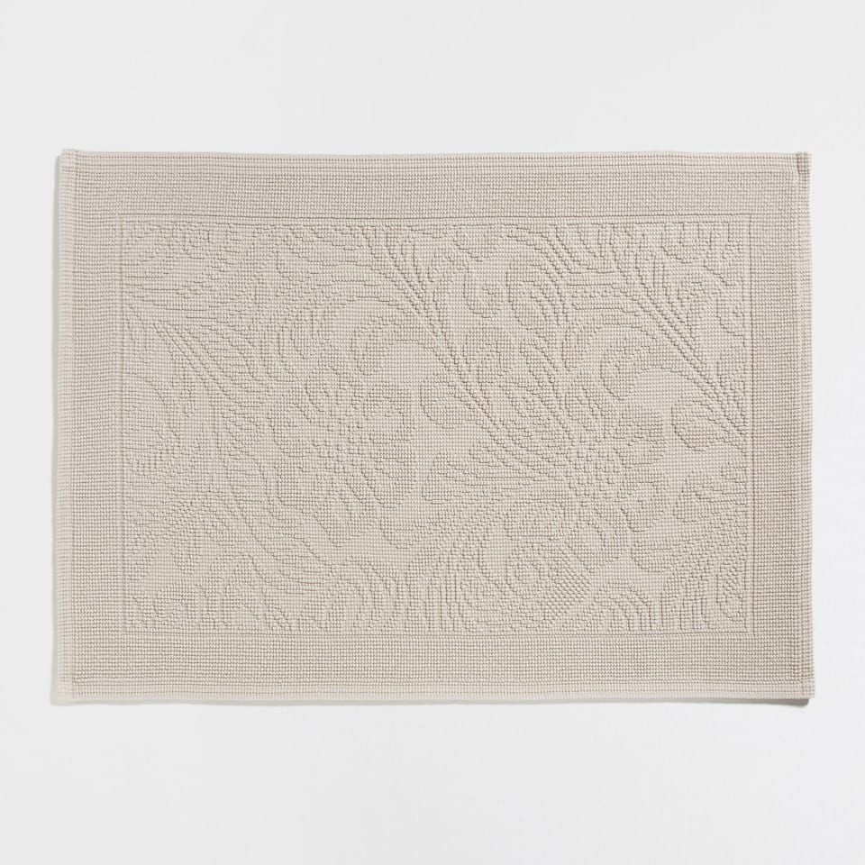 RAISED FLOWERS COTTON BATH MAT