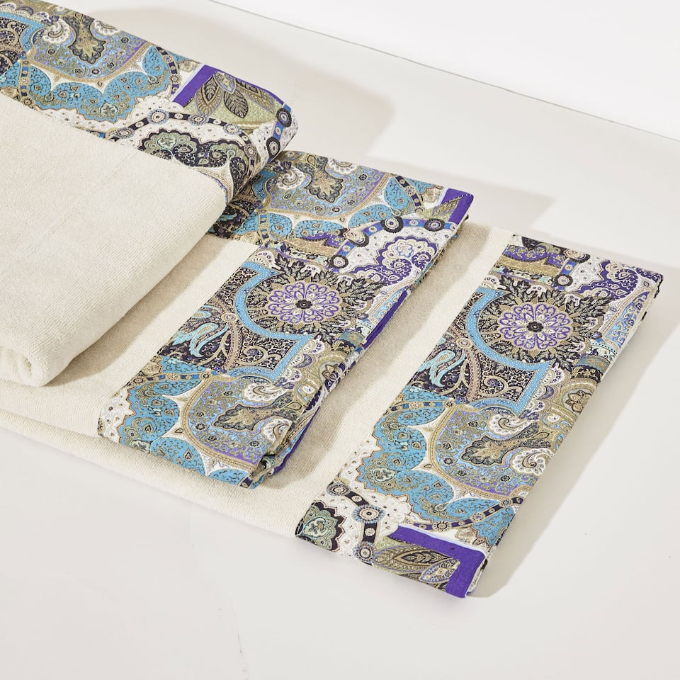 Cotton towel with paisley border