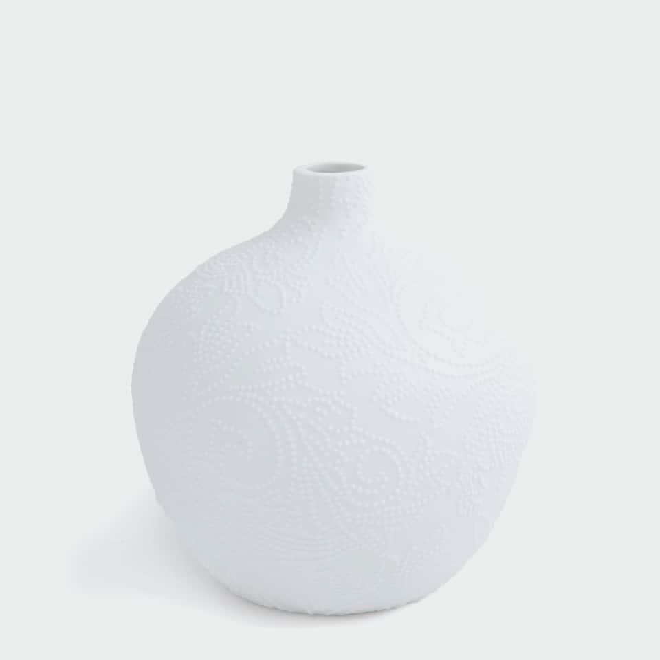 MATTE WHITE VASE WITH A RAISED PATTERN