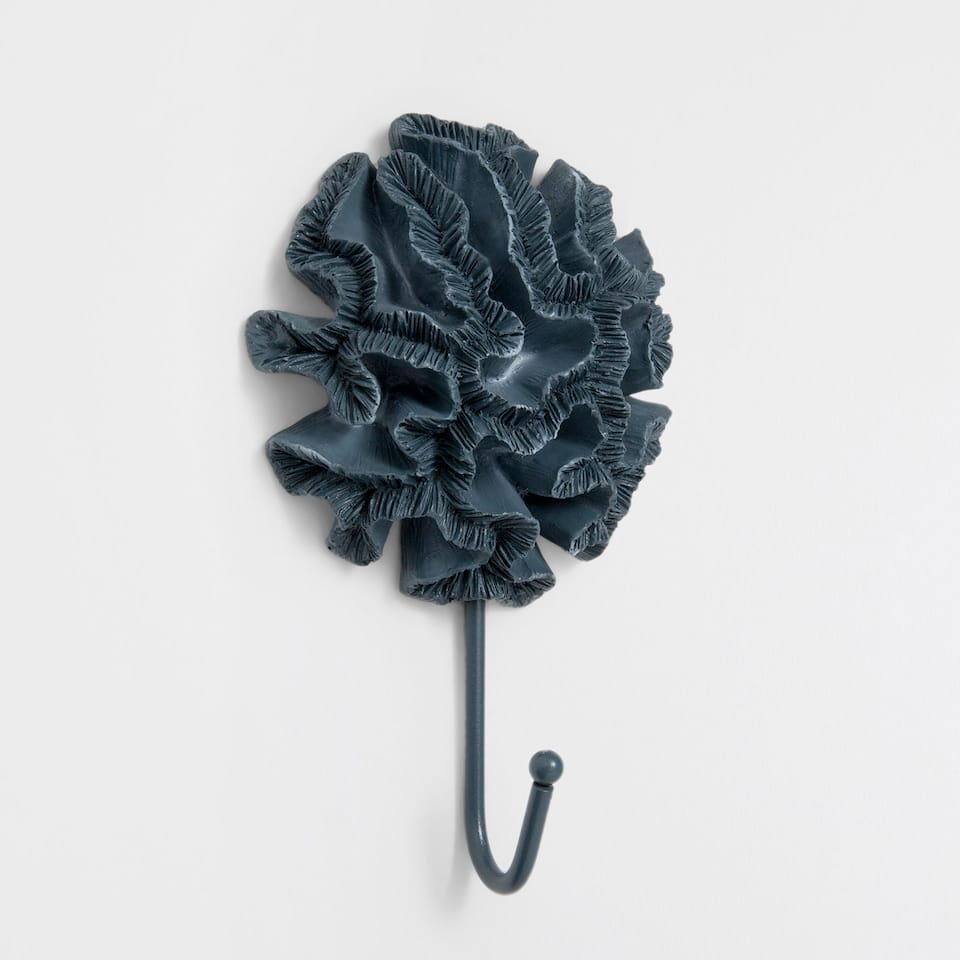 Coral-shaped hook