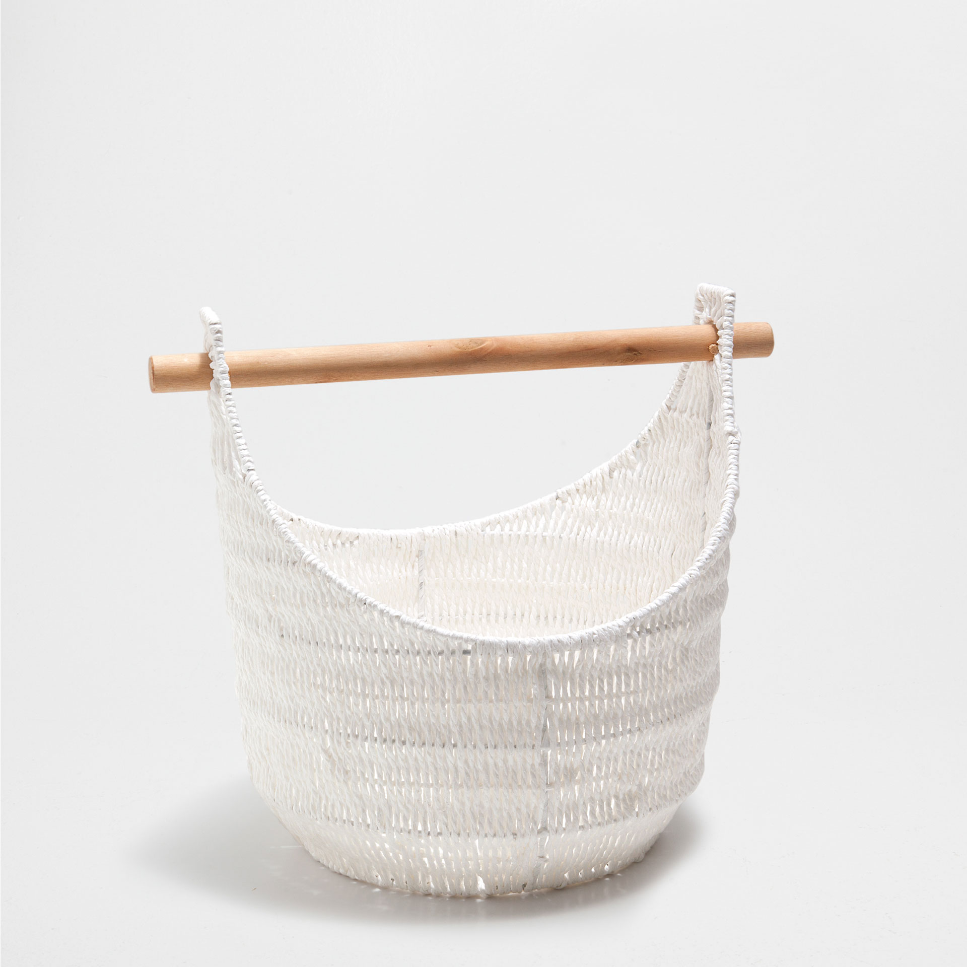 TALL WHITE BASKET WITH A BAR