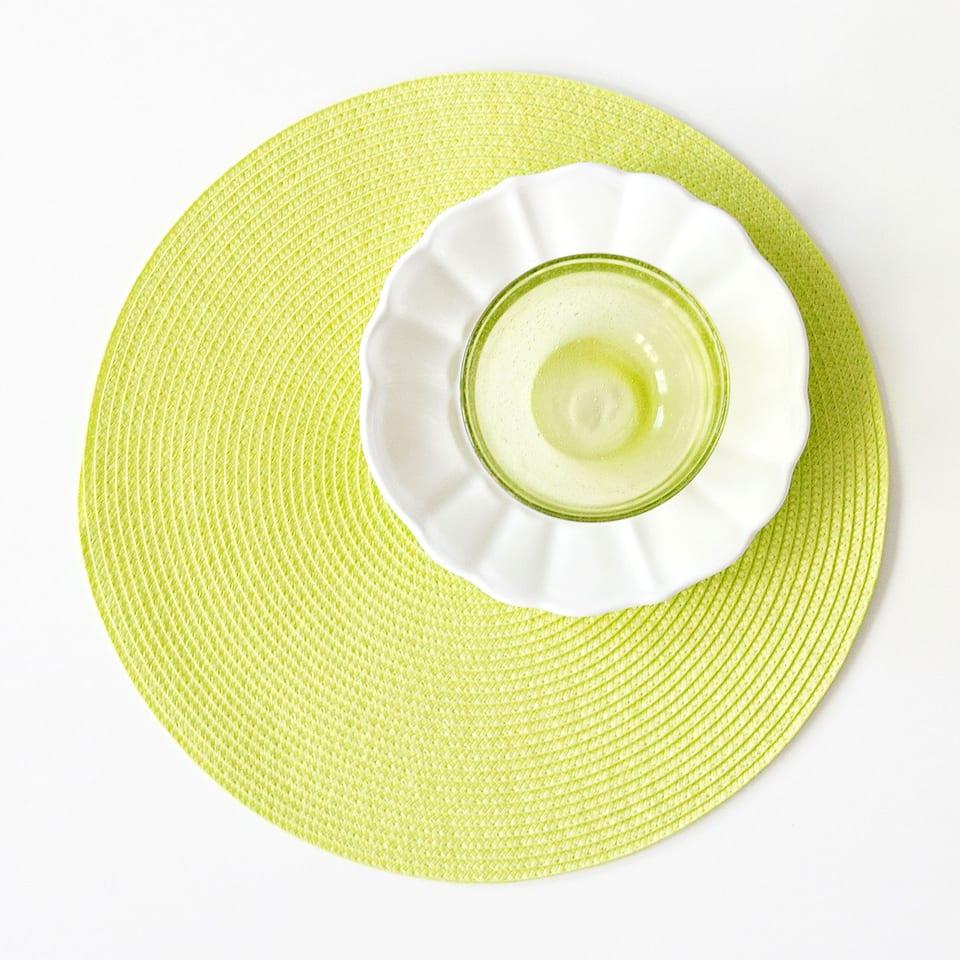 Plain round plastic placemat (set of 2)