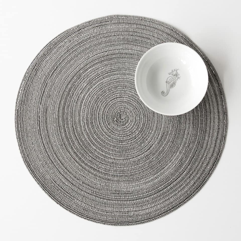 Round silver placemat with reflective pieces (set of 2)