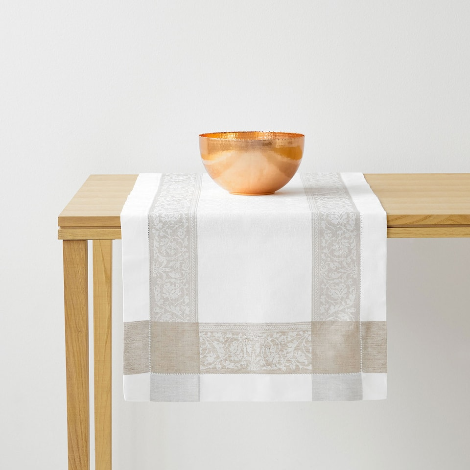 Natural-coloured jacquard linen table runner with bands