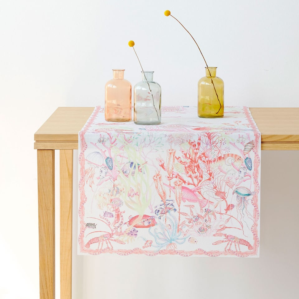 Sea animals table runner