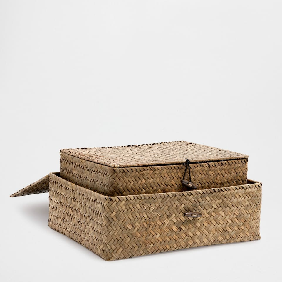 BROWN PLAITED BOX WITH A LID