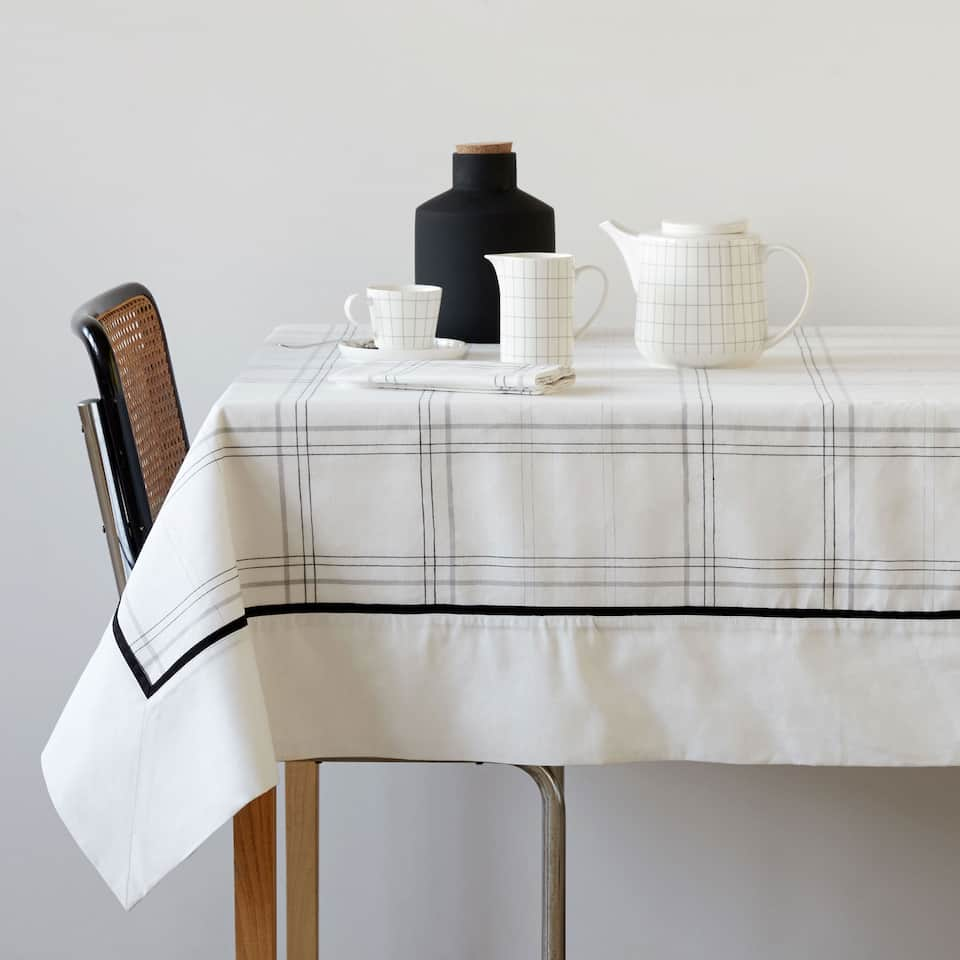 Checked linen and cotton tablecloth