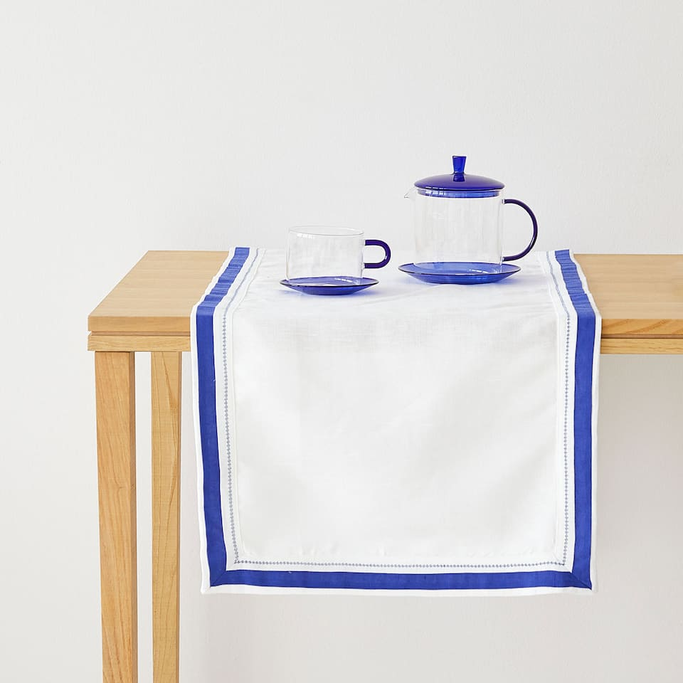 Cotton and linen table runner with a blue border