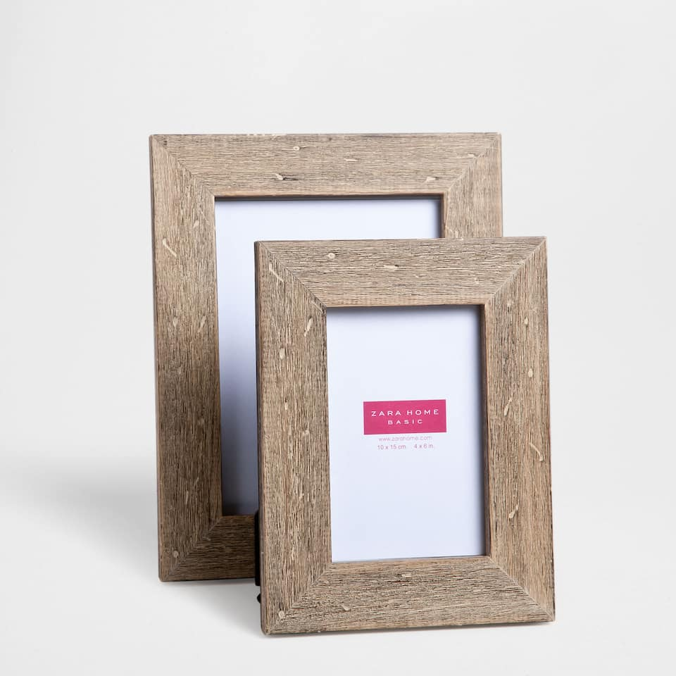 ANTIQUE-FINISH WOODEN FRAME