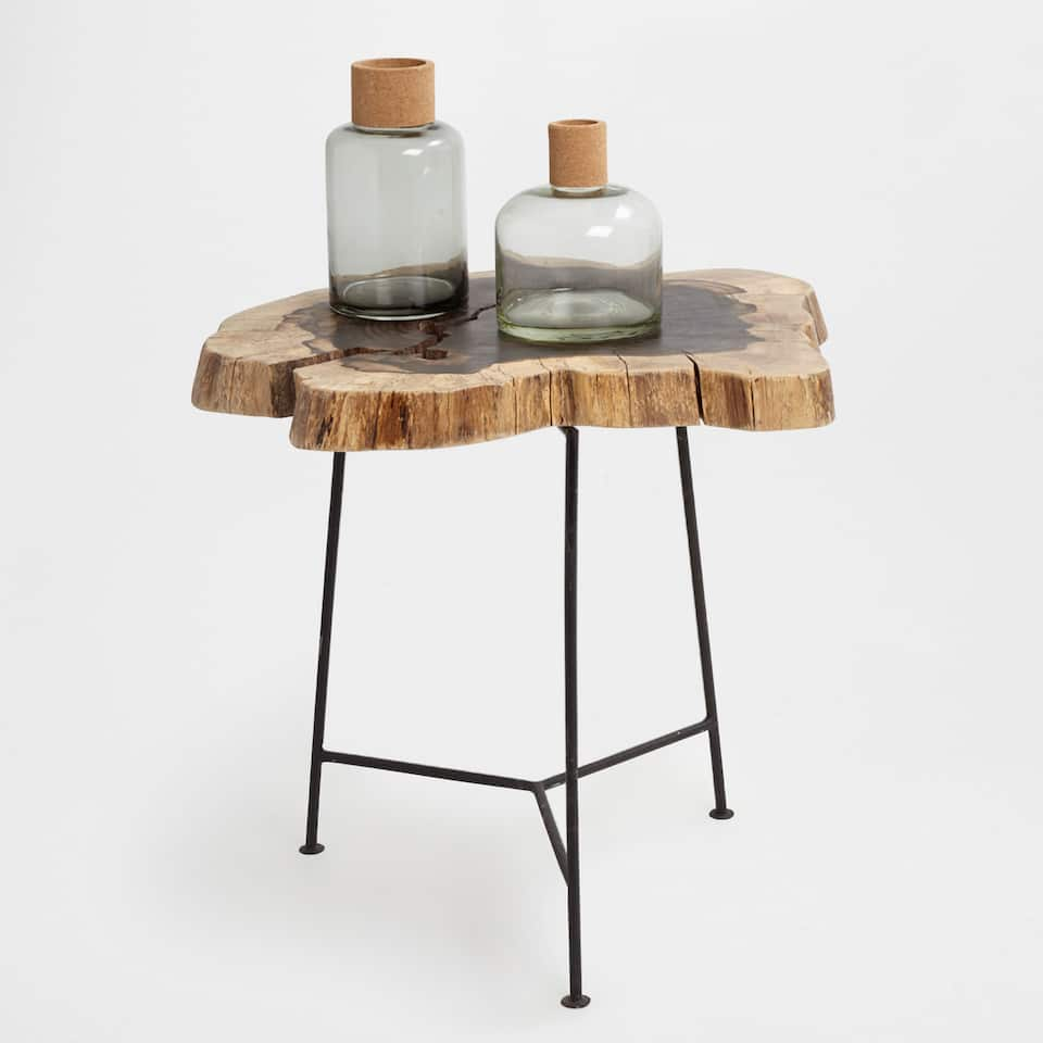 Round little table with a tree trunk top