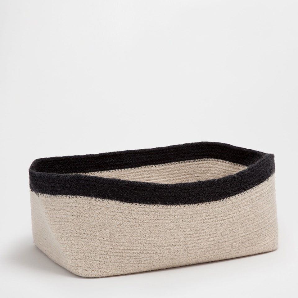 Rectangular basket with zigzag design