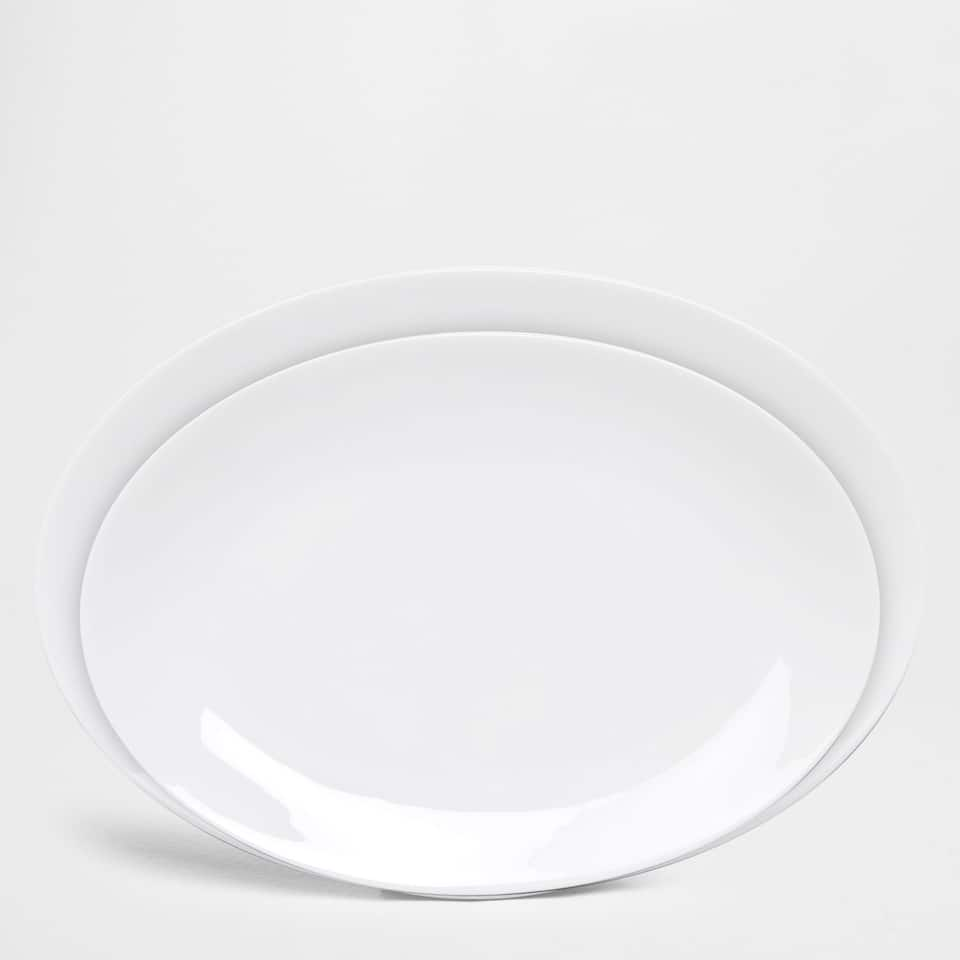 Porcelain oval serving dish