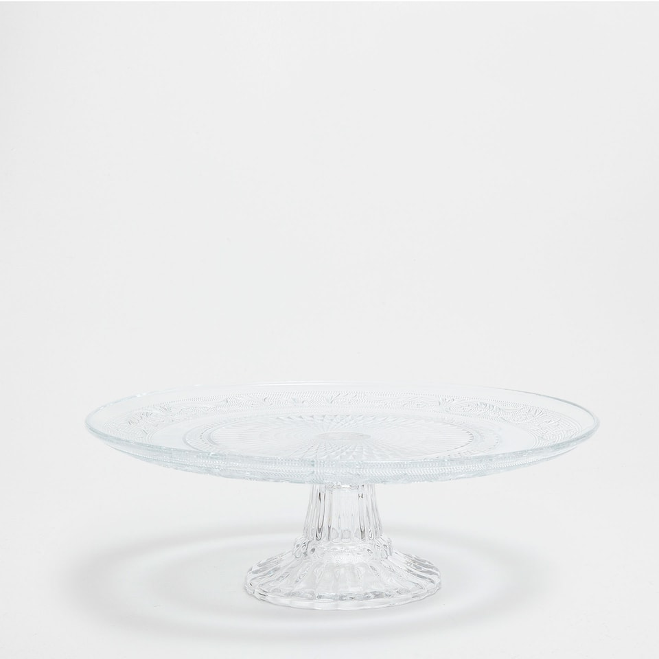 Raised-design cake dish
