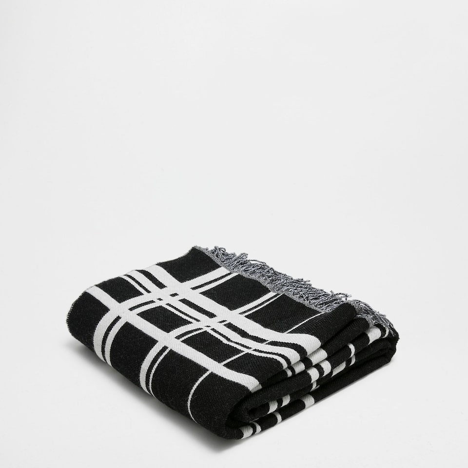 BLACK AND WHITE CHECKED BLANKET