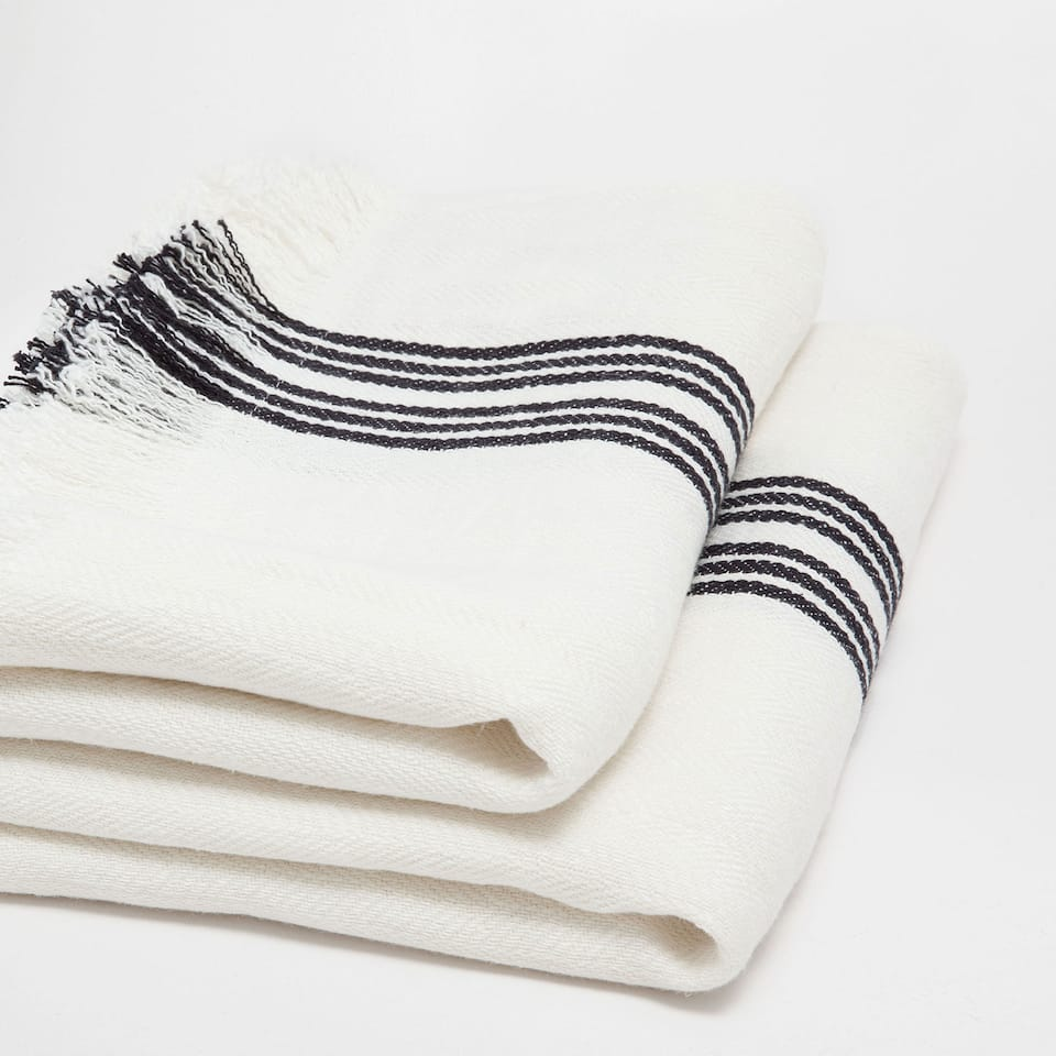 LINEN BLANKET WITH BLACK AND WHITE LINES