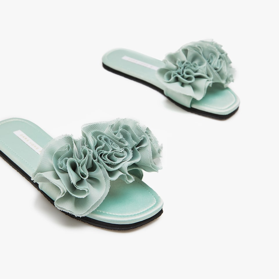 RUFFLED FABRIC SLIDES