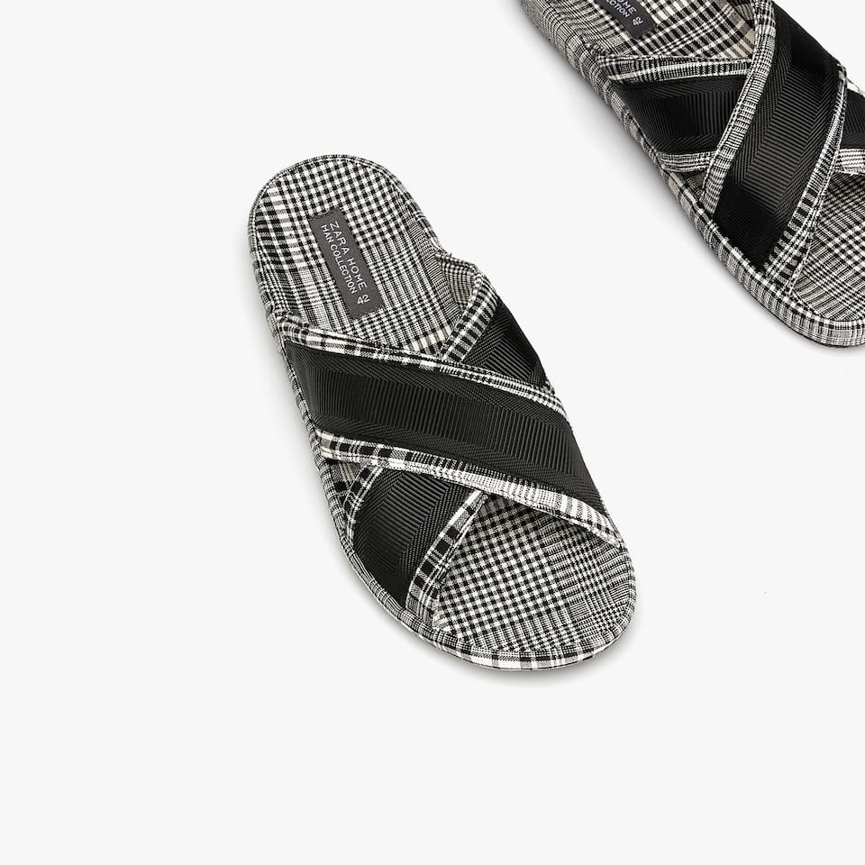 CRISS-CROSS SLIDE SLIPPERS