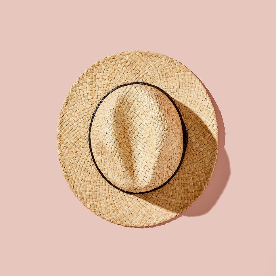 BEIGE STRAW HAT