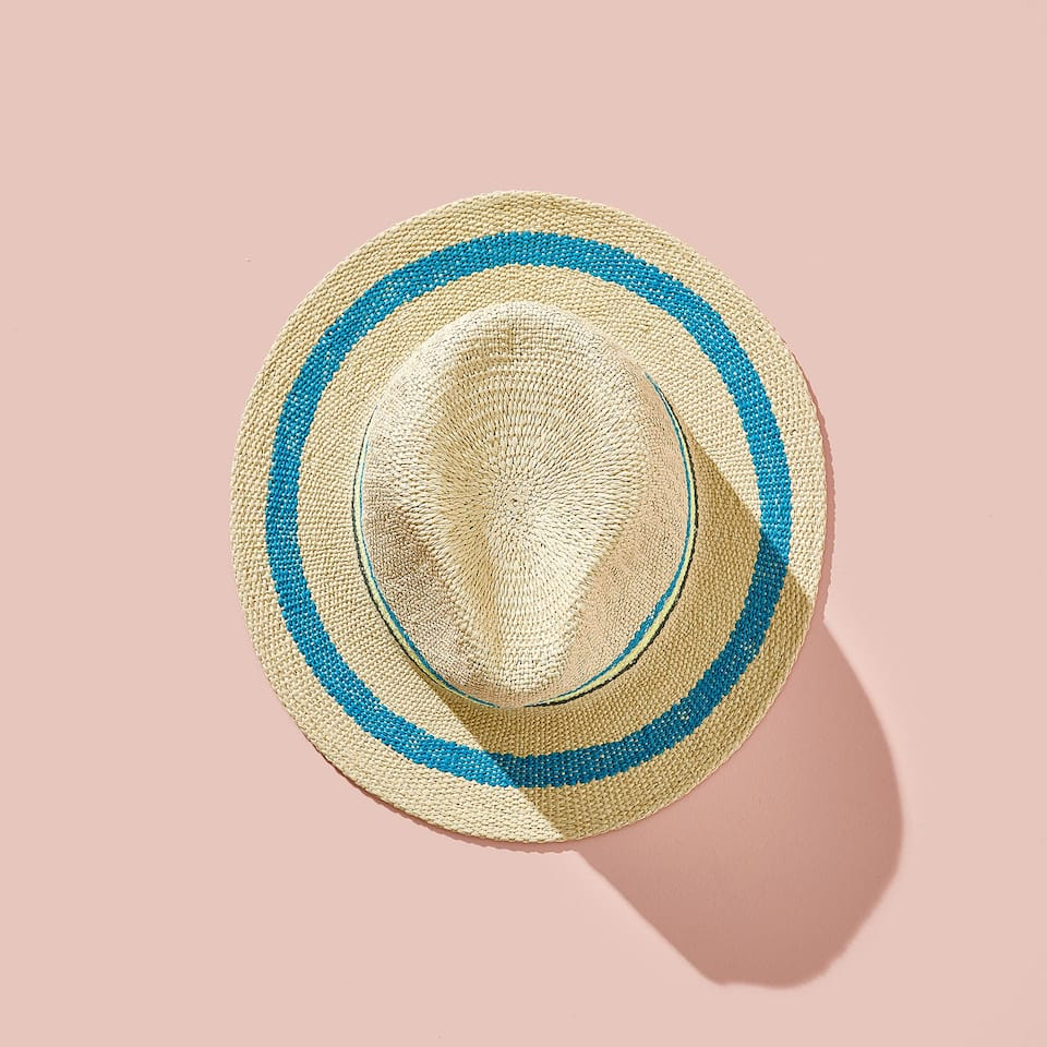 HAT WITH LINE DESIGN
