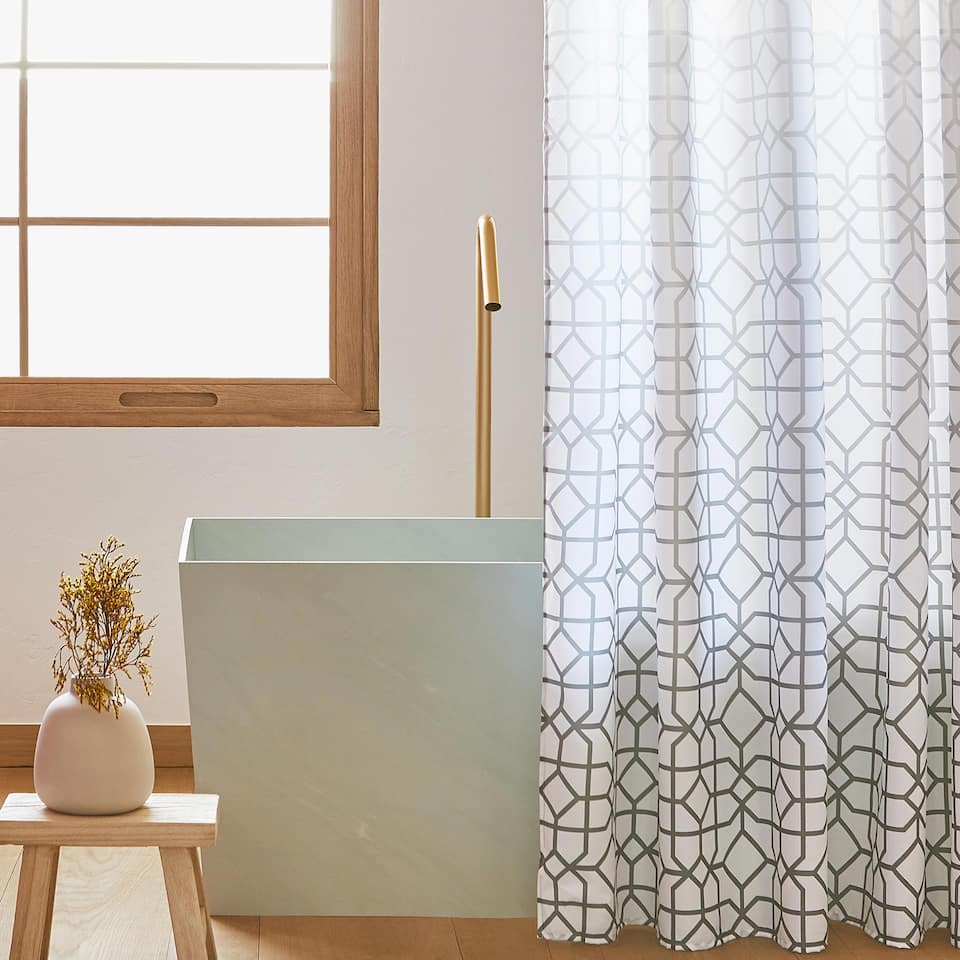 GEOMETRIC MOTIF SHOWER CURTAIN