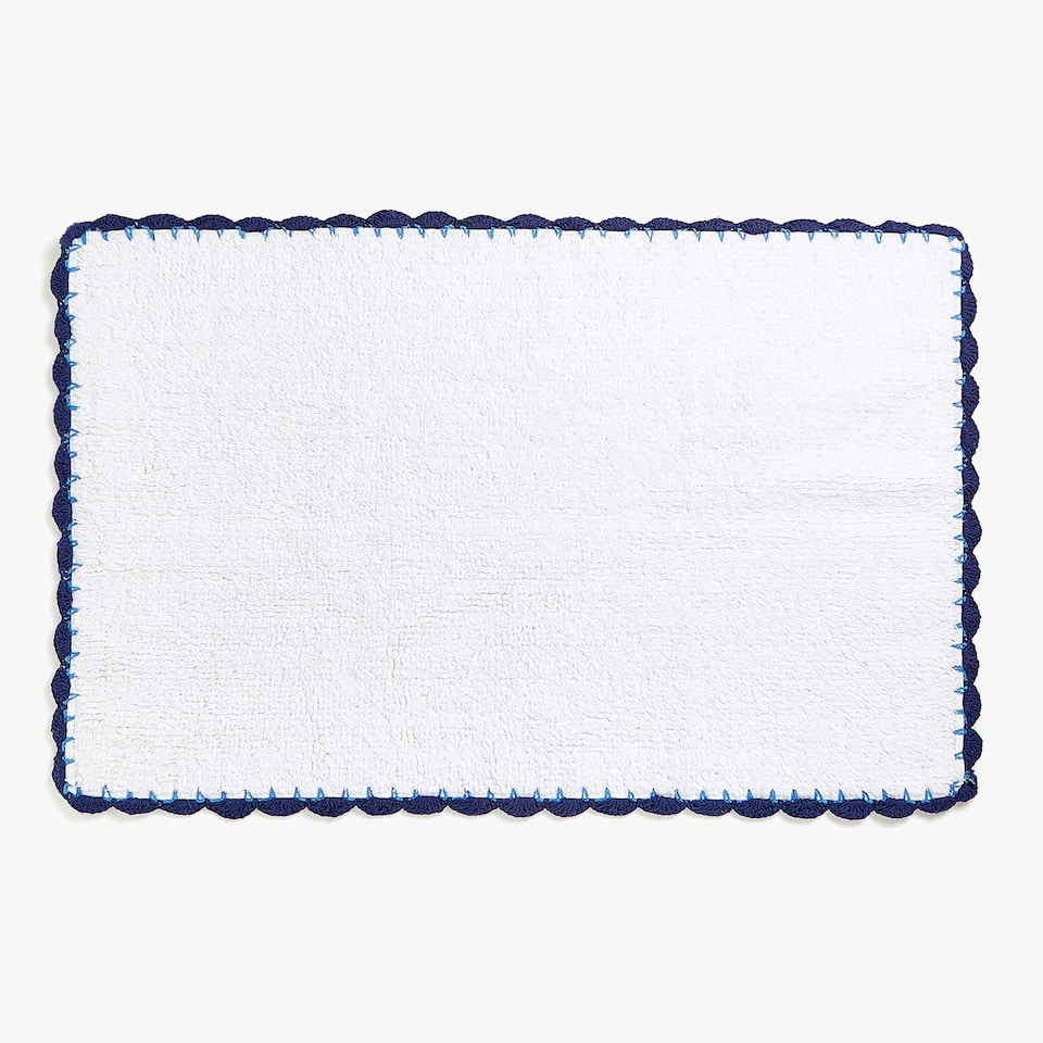 PLAIN COTTON BATH MAT WITH TWO-TONED CROCHET
