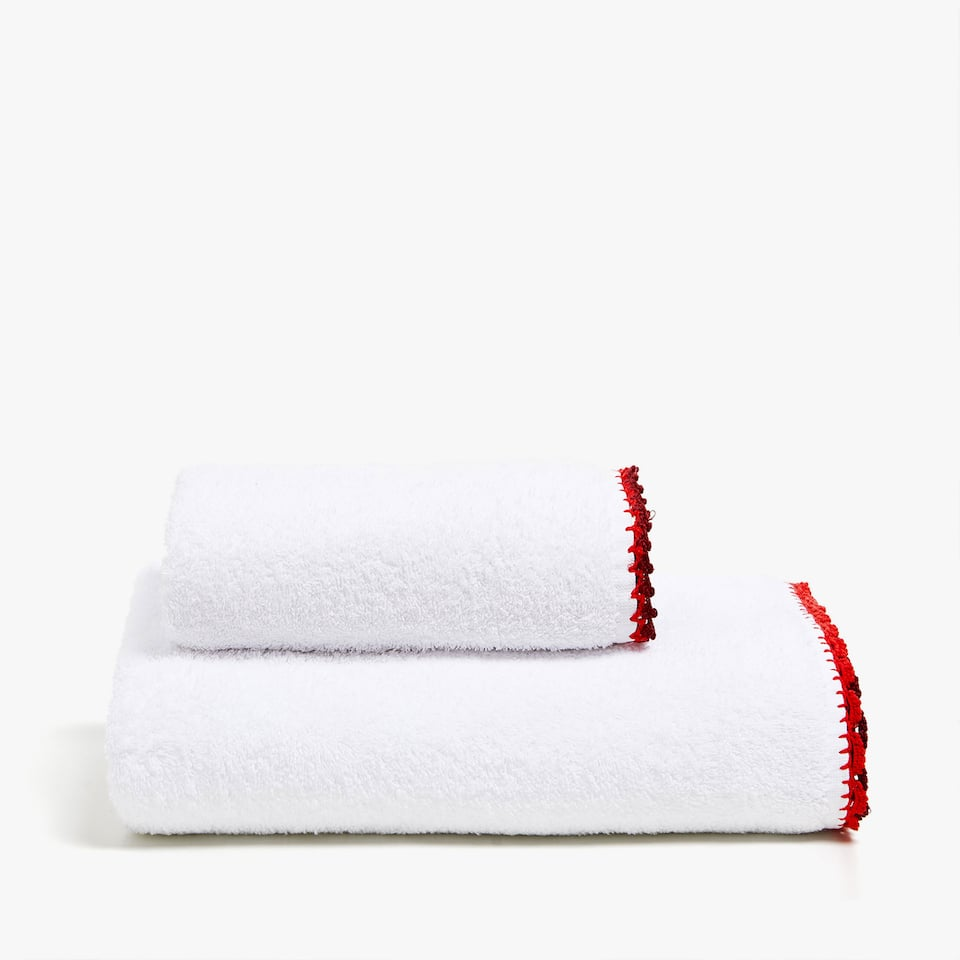 COTTON TOWEL WITH CROCHET DETAIL