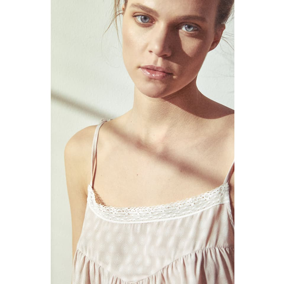 PRINTED NIGHTDRESS WITH LACE TRIM ON THE NECKLINE