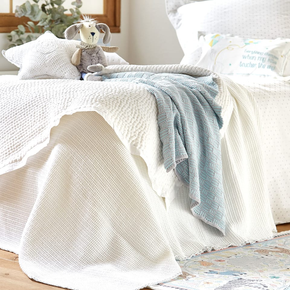 SCALLOPED WAFFLE KNIT COTTON BEDSPREAD WITH SHIMMER
