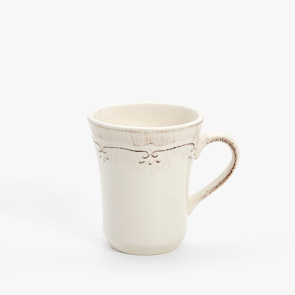 SCALLOPED EARTHENWARE MUG