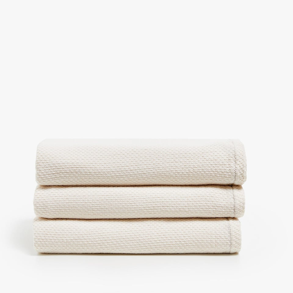 COTTON BEDSPREAD WITH CONTRASTING SEAM