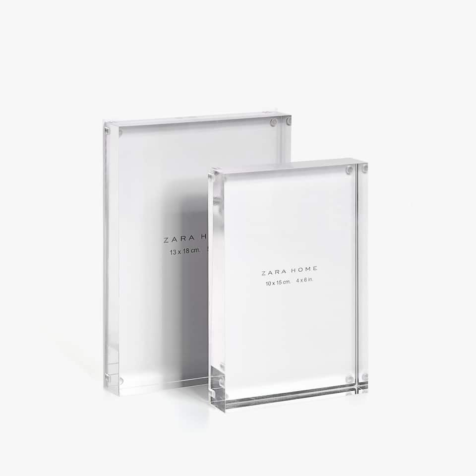 TRANSPARENT BLOCK FRAME