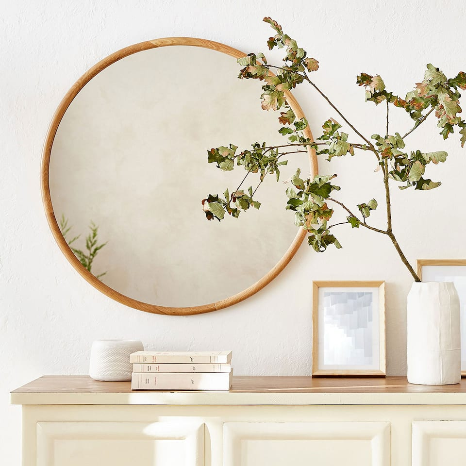 ROUND MIRROR WITH WOODEN FRAME