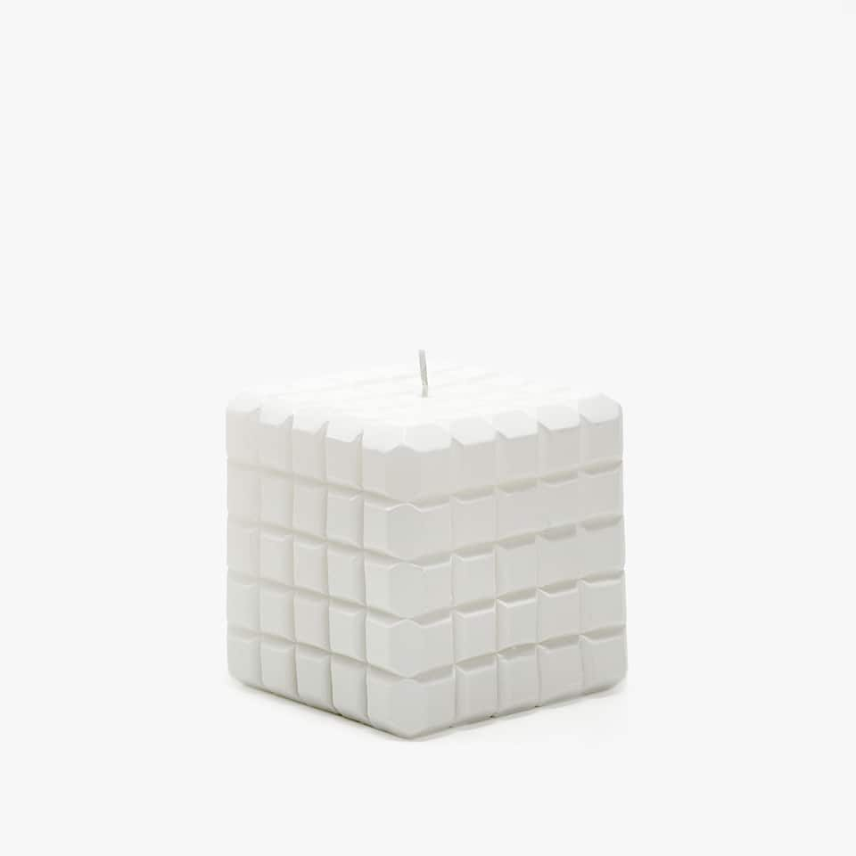 GEOMETRIC DETAIL CANDLE