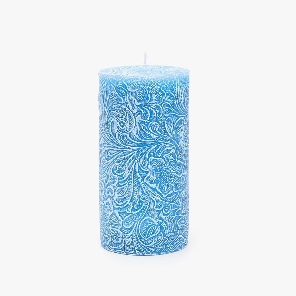 RAISED DESIGN CYLINDRICAL CANDLE
