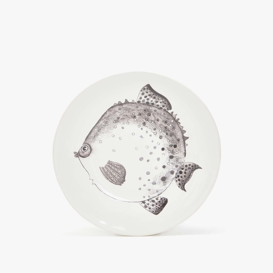 EARTHENWARE DESSERT PLATE WITH FISH TRANSFER