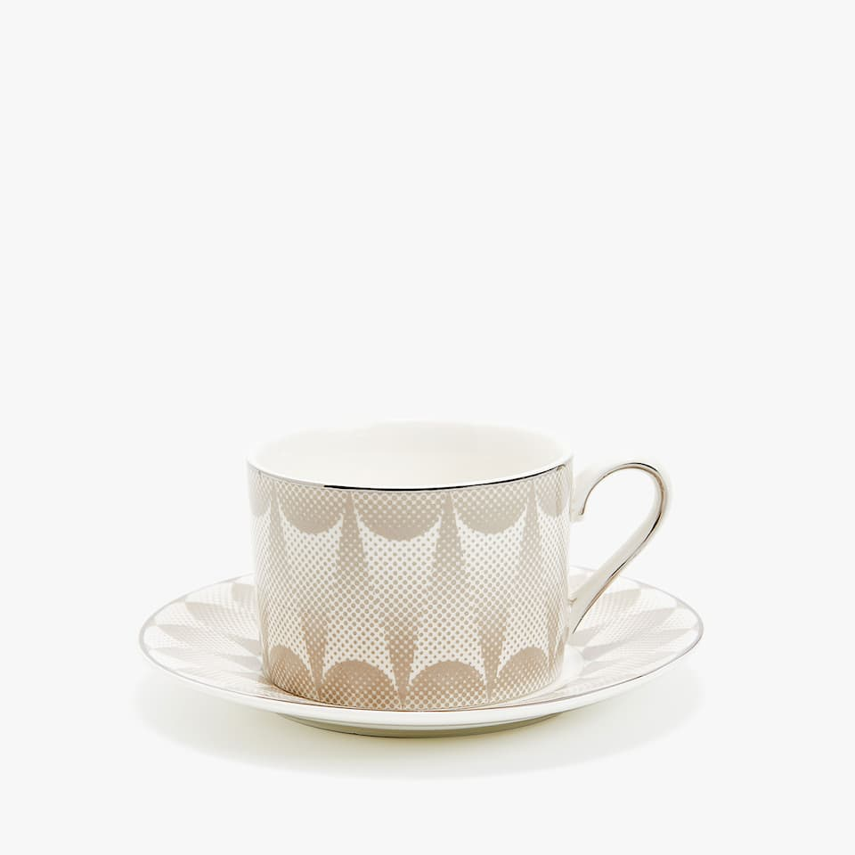 PORCELAIN TEACUP AND SAUCER WITH OPTICAL-EFFECT DESIGN