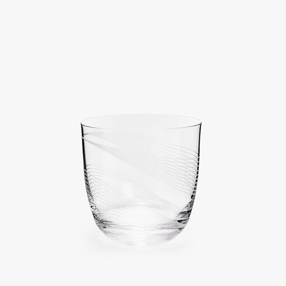CRYSTALLINE TUMBLER WITH ENGRAVED LINES