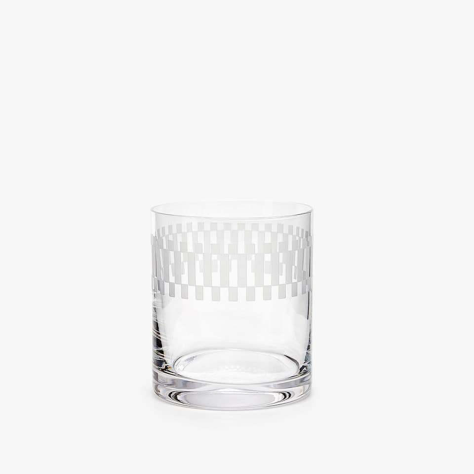 CRYSTALLINE TUMBLER WITH CHEQUERED PATTERN