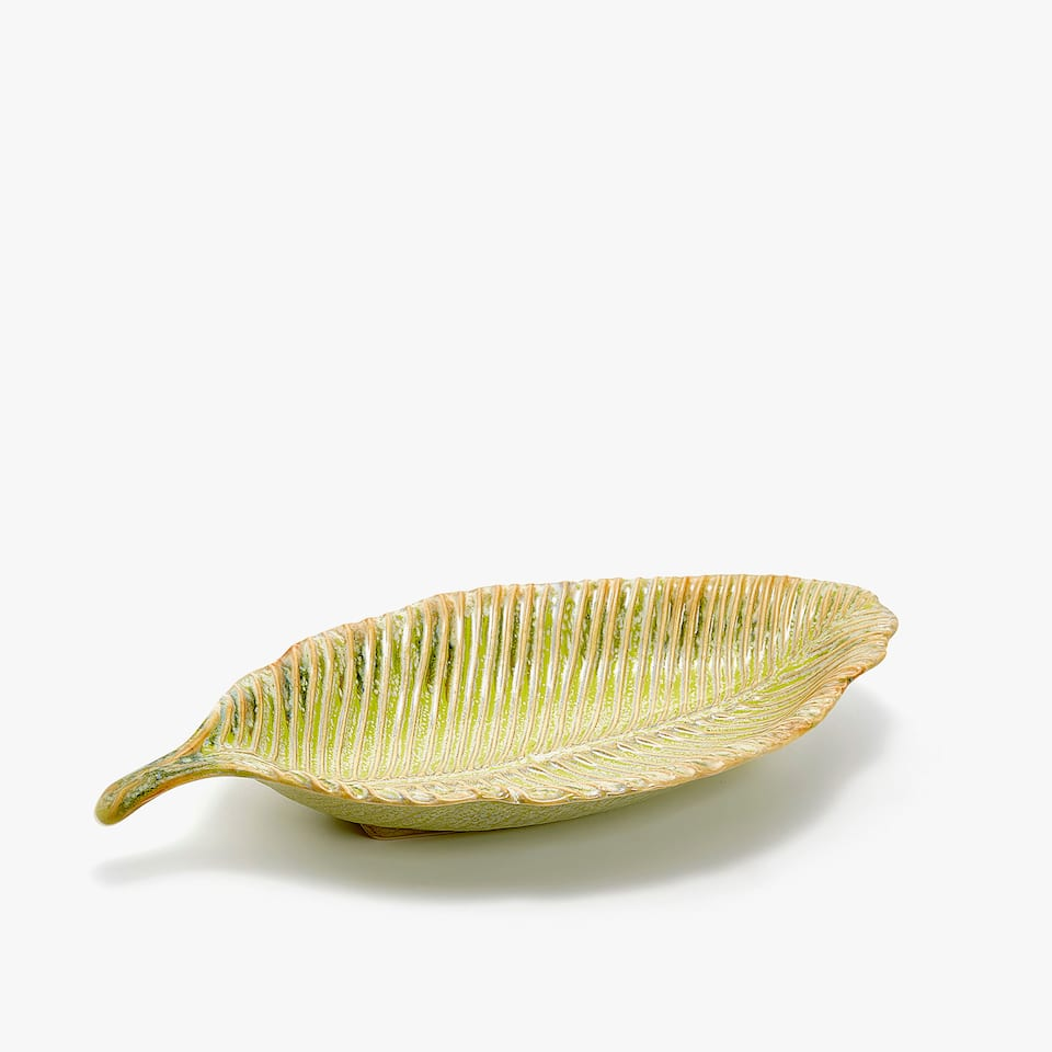 LEAF-SHAPED EARTHENWARE SERVING DISH