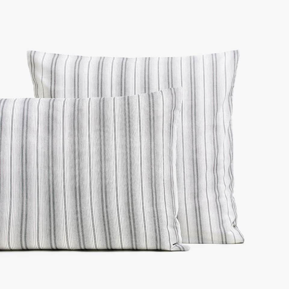 STRIPED PRINT PILLOWCASE
