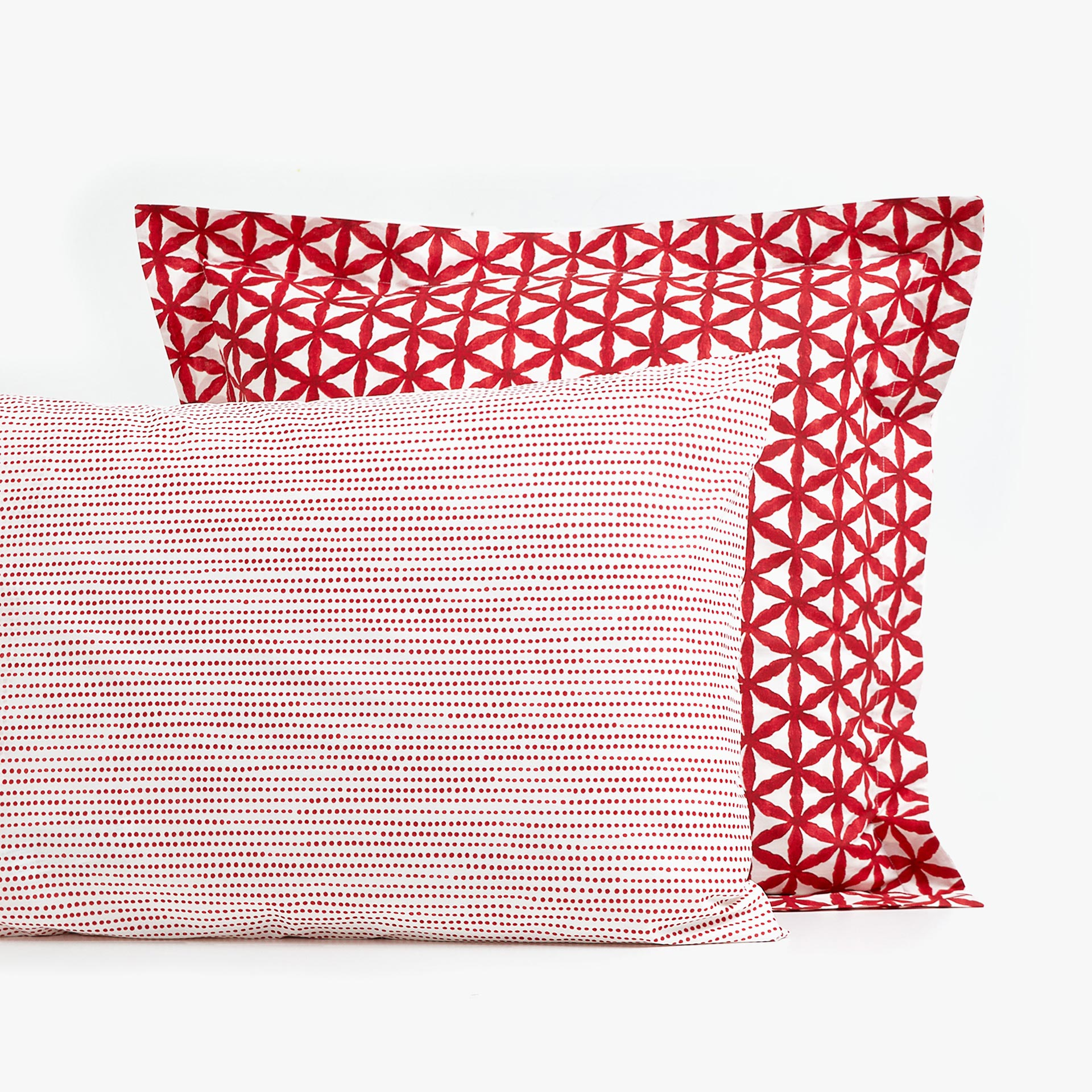 PILLOWCASE WITH GEOMETRIC DESIGN