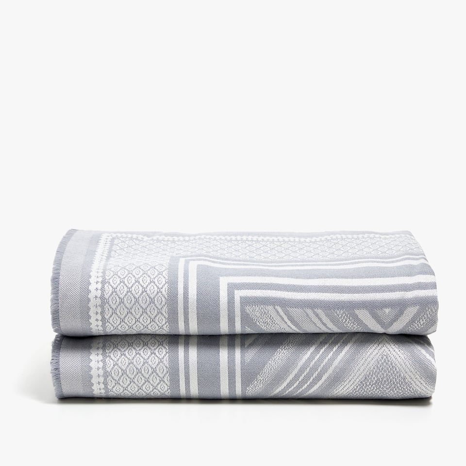 BLANKET WITH DIAMOND DESIGN IN GREY TONES