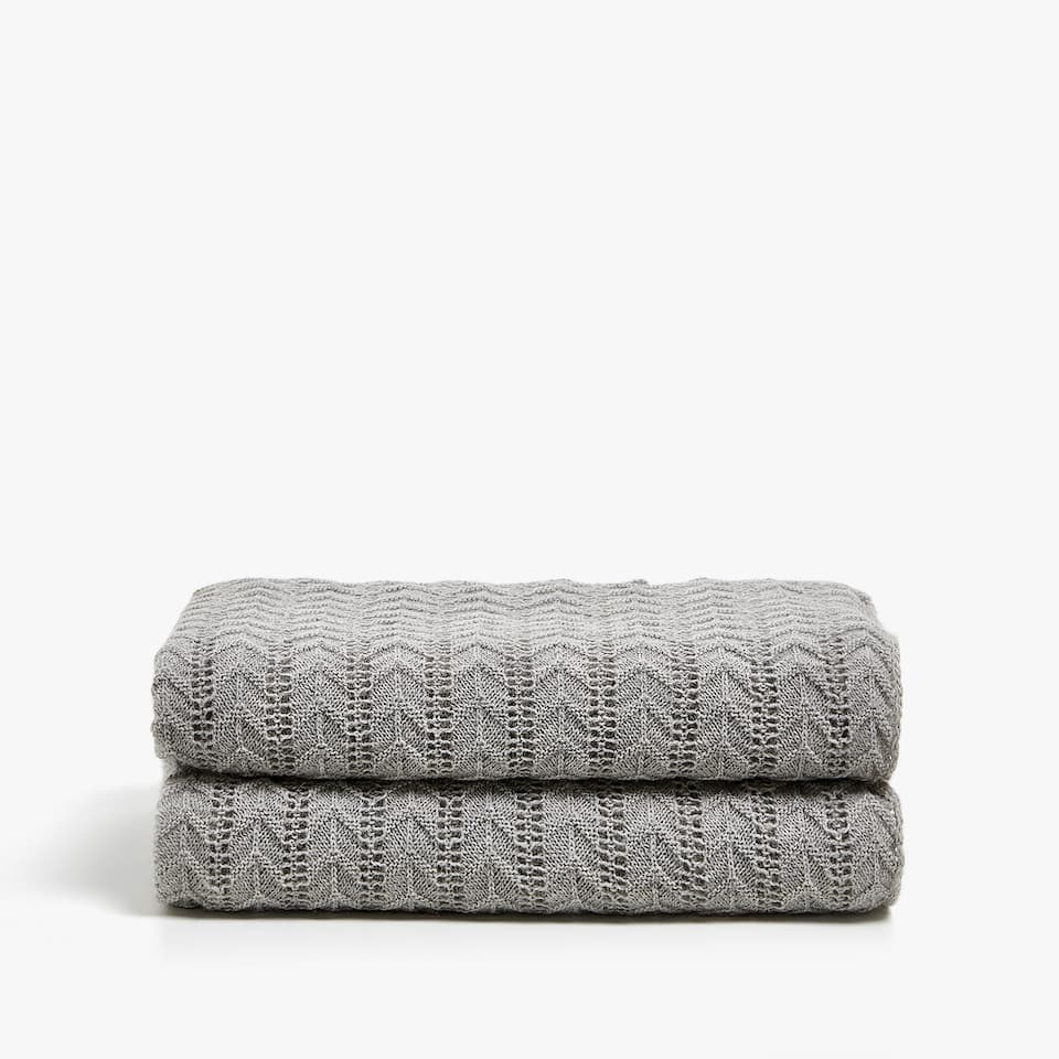 HERRINGBONE KNIT BLANKET